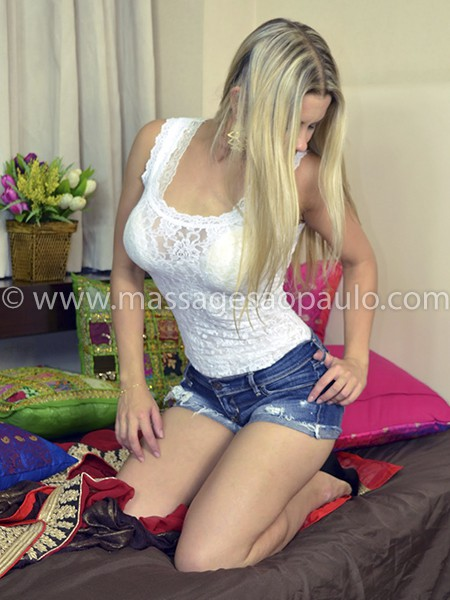 female-masseuse-juliana